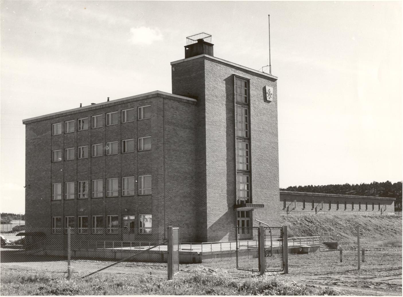 Halisten uusi päärakennus 1954